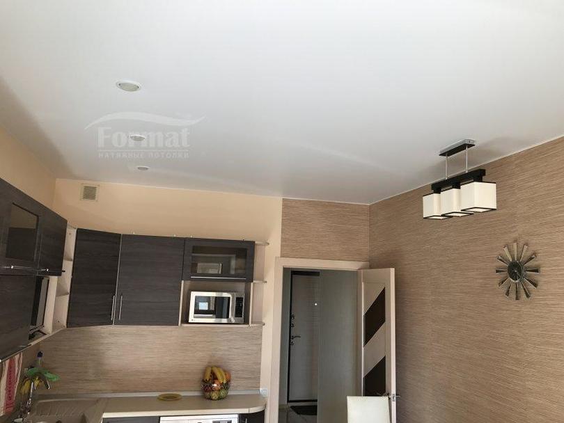 Натяжной потолок в узкой прихожей дизайн фото вашем